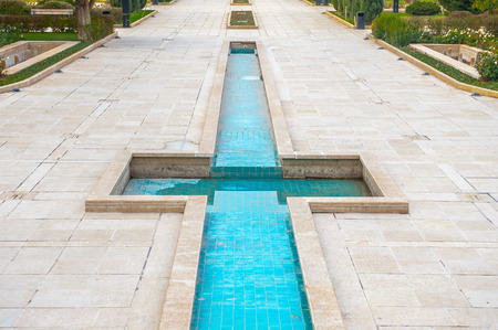 Pool near the Saadi's mausoleum in Shiraz, Iran. Imagens