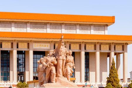 천안문 광장 (하늘의 평화의 문), 베이징, 중국의 중심에있는 큰 도시 광장에서 모택동의 무덤 앞의 기념비 스톡 콘텐츠