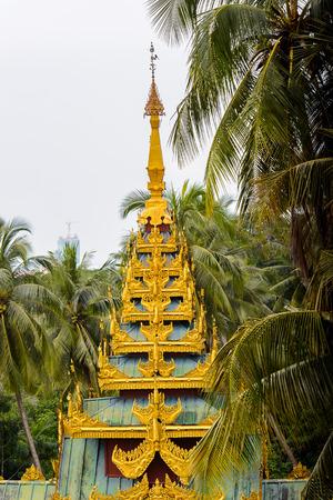 Surroundings of the Shwedagon Pagoda, a gilded stupa on the Singuttara Hill, Kandawgyi Lake, Yangon, Myanmar 版權商用圖片