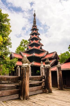 バガヤ修道院(マハワイヤンボンタバガヤ)、インワ、マンダレー地方、ビルマ。1593年に建てられた