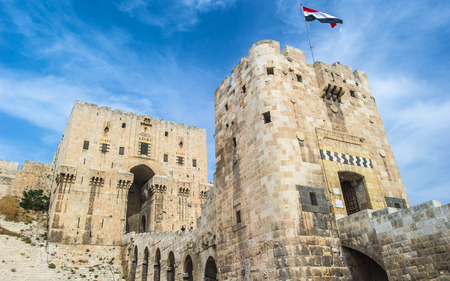 Citadel of Aleppo, a large medieval fortified palace in the centre of the old city of Aleppo, northern Syria 免版税图像