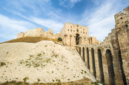 Citadel of Aleppo, a large medieval fortified palace in the centre of the old city of Aleppo, northern Syria Stock fotó