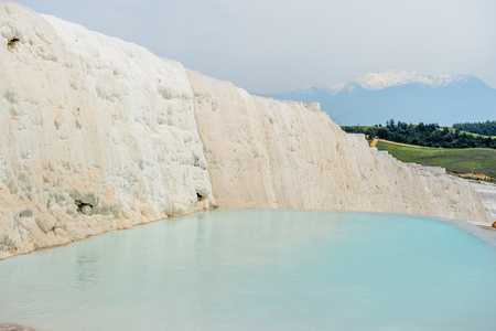 Natural travertine pool in Pamukkale ,Turkey (Cotton Castle). Imagens