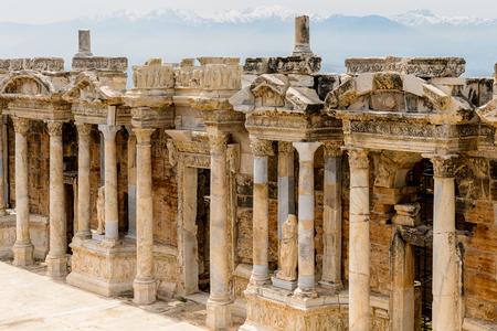 古代ヒエナポリ、パムッカレ、トルコの円形劇場。