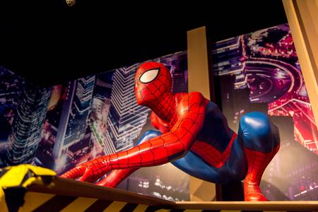 SHANGHAI, CHINA - 3 april 2016: Spider man (Spiderman) in het wassenbeeldenmuseum van Shanghai Madame Tussauds. Marie Tussaud werd in 1761 geboren als Marie Grosholtz