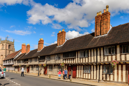 STRATFORD UPON AVON, ENGLAND - JULY 10, 2016: Architecture of Stratford Upon Avon, a market town in Warwickshire, England Редакционное