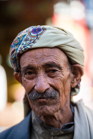 SANA'A, YEMEN - JAN 11, 2014: Unidentified Yemeni man in a turban in Sana'a. People of Yemen suffer of poverty due to the unstable political and poor economical situation 新闻类图片