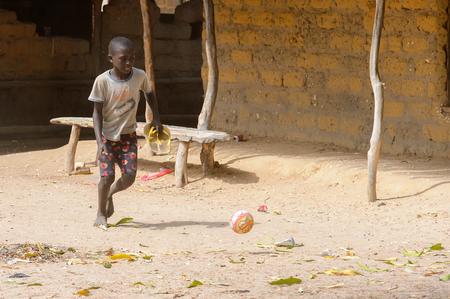 ORANGO ISLAND, GUINEA BISSAU - MAY 3, 2017: Unidentified local boy plays football on the Orange island Banque d'images - 103974306
