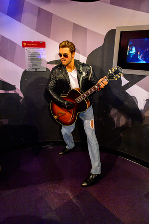 AMSTERDAM, NETHERLANDS - OCT 26, 2016: George Michael, Madame Tussauds wax museum in Amsterdam. One of the popular touristic attractions 新聞圖片