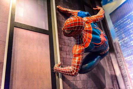 AMSTERDAM, NEDERLAND - 1 juni 2015: Spiderman in het Madame Tussauds museum in Amsterdam. Spider-man is een fictief personage gemaakt door Stan Lee
