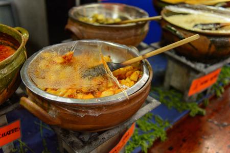 OAXACA, MEXICO - 1 DE NOVIEMBRE DE 2016: Platos en el Restaurante La Choza del Chef en Oaxaca, el lugar con comida nacional mexicana Editorial