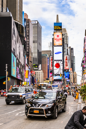 NEW YORK, USA - SEP 22, 2015: Times Square, a major commercial neighborhood in Midtown Manhattan, New York City Фото со стока - 105847308