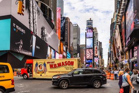 NEW YORK, USA - SEP 22, 2015: Times Square, a major commercial neighborhood in Midtown Manhattan, New York City Фото со стока - 105849463