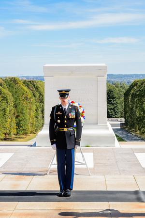 2015年9月24日,美国华盛顿:在阿灵顿国家公墓无名战士墓附近换岗。这是美国军人公墓