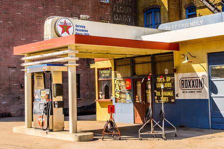 LOS ANGELES, USA - SEP 27, 2015: Gazoline station Texaco at the  Back to the Future set at the Hollywood Universal Studios. Back to the Future is a 1985 film directed by Robert Zemeckis Editoriali