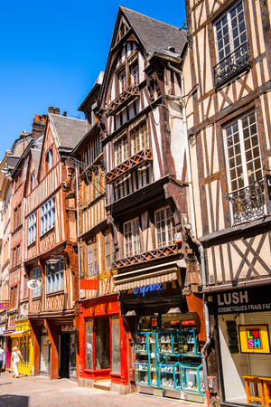 ROUEN, FRANCE - JUN 7, 2015: Medieval classical architecture of Rouen, the capital of the region of Upper Normandy and the historic capital city of Normandy Éditoriale