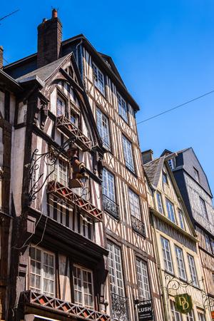 ROUEN, FRANCE - 7 JUIN 2015 : Architecture classique médiévale de Rouen, capitale de la région de Haute-Normandie et capitale historique de la Normandie