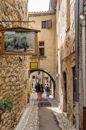 SAINT-PAUL-DE-VENCE, FRANCE - JUN 25, 2014: Old architecture and street of Saint Paul de Vence, one of the oldest towns of the Frence Riviera. Town of painters and galleries Editoriali