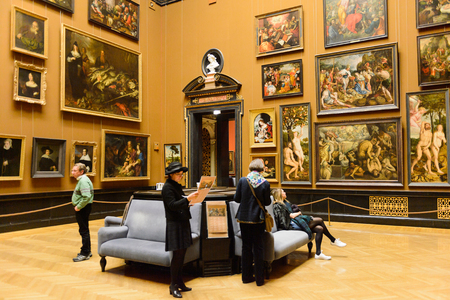 VIENNA, AUSTRIA - NOV 17, 2015: Gallery of the Kunsthistorisches Museum (Museum of Art History). It was open in 1891 Standard-Bild - 107179982