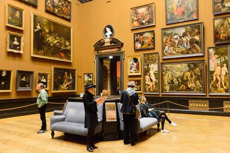 WENEN, OOSTENRIJK - NOV 17, 2015: Galerij van het Kunsthistorisches Museum (Museum voor Kunstgeschiedenis). Het was geopend in 1891