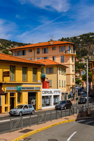 VILLEFRANCHE FRANCE - AUGUST 13, 2017: Architecture of Villefranche-sur-Mer, a town of the Cote dAzur region on the French Riviera. 新聞圖片