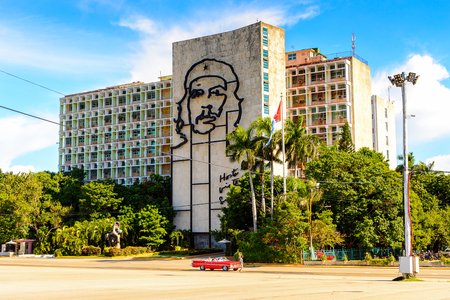 HAVANA, CUBA - SEP 5, 2017: Ernesto Che Guevara sculpture at the Plaza de la Revolucion (Revolution Square) of Havana, the capital of Cuba 新聞圖片