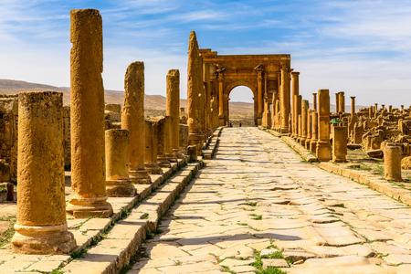 Timgad, una ciudad romano-bereber en las montañas Aures de Argelia. (Colonia Marciana Ulpia Traiana Thamugadi). Foto de archivo