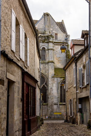 Architecture of Senlis, Medieval town in the Oise department,  France 免版税图像