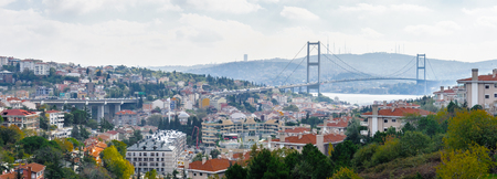 Bosphorus Bridge, a bridge spanning the Bosphorus strait connecting Europe and Asia, Istanbul, Turkey; thus Stockfoto