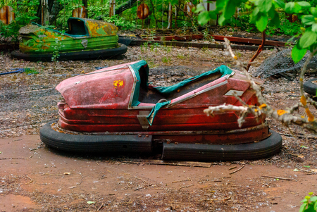Bumper car in the former amusement park in Pripyat, a ghost town in northern Ukraine, evacuated the day after the Chernobyl disaster on April 26, 1986 版權商用圖片