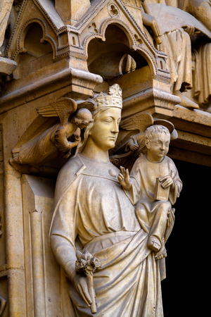 Close up of the statues at the Notre-Dame de Paris, a medieval Catholic cathedral of Paris, France 免版税图像 - 111077289