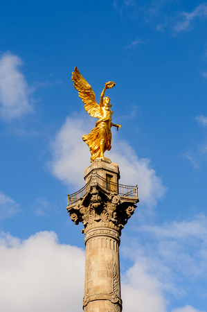 The Angel of Independance in Mexico City, DF Imagens - 112553207
