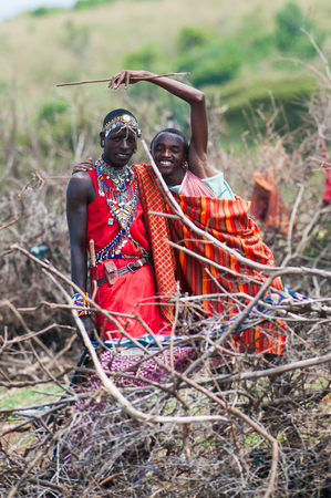 KENYA - OCTOBER 10, 2009: Unidentified Massai husband and wife waving and smiling for the camera in Kenya, Oct 10, 2009. Massai people are a Nilotic ethnic group Standard-Bild - 112940239