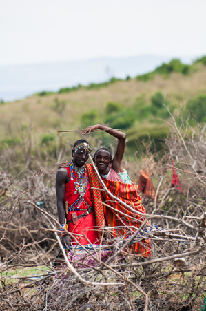 AMBOSELI, KENYA - OCTOBER 10, 2009: Unidentified Massai husband and wife waving and smiling for the camera in Kenya, Oct 10, 2009. Massai people are a Nilotic ethnic group Standard-Bild - 112940244