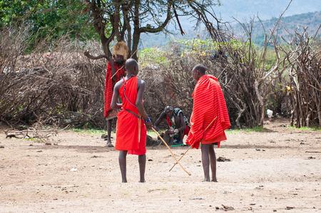 AMBOSELI, KENYA - OCTOBER 10, 2009: Unidentified Massai people with wooden sticks talking about something in Kenya, Oct 10, 2009. Massai people are a Nilotic ethnic group Standard-Bild - 112940304