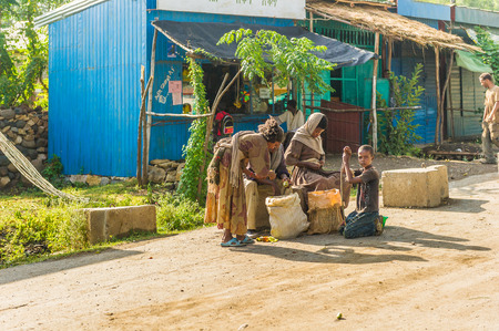 OMO, ETHIOPIA - SEPTEMBER 21, 2011: Unidentified Ethiopian people in the street. People in Ethiopia suffer of poverty due to the unstable situation 報道画像