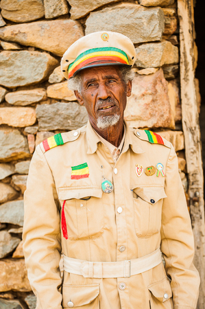 AKSUM, ETHIOPIA - SEPTEMBER 24, 2011: Unidentified Ethiopian soldier wears the national milirar uniform. People in Ethiopia suffer of poverty due to the unstable situation 新闻类图片