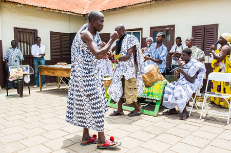 ACCRA, GHANA - MARCH 4, 2012: Unidentified Ghanaian man dance at the local music show in Ghana. Music is the main kind of entertainment in Africa 報道画像