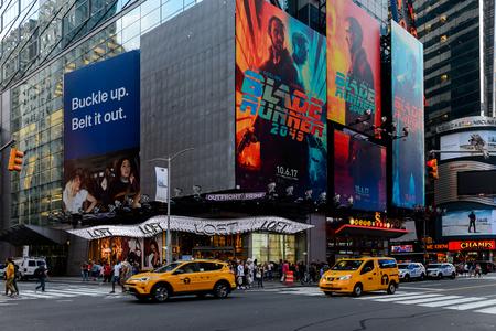 NEW YORK, USA - SEP 16, 2017: Traffic of Manhattan, New York City, United States of America Redactioneel