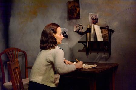 VIENNA, AUSTRIA - OCT 4, 2017: Annelies Marie Anne Frank, a German-born diarist, Madame Tussauds wax museum in Vienna. Sajtókép