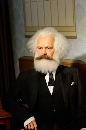 VIENNE, AUTRICHE - OCT 4, 2017 : Karl Marx, philosophe allemand, économiste, théoricien politique, sociologue, journaliste et socialiste révolutionnaire, musée de cire Madame Tussauds à Vienne. Éditoriale