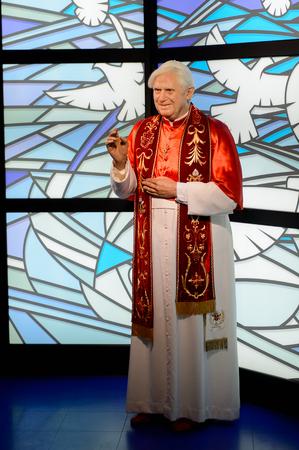 Wien, Österreich - 4. Oktober 2017: Papst Benedikt XVI. geboren als Joseph Aloisius Ratzinger, Madame Tussauds Wachsfigurenkabinett in Wien.