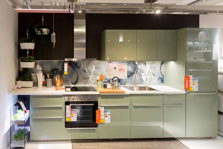 LUGANO, ZWITSERLAND-4 NOV 2017: Keuken in de IKEA-winkel in Lugano, Zwitserland. Het bedrijf werd in 1943 in Zweden gevonden