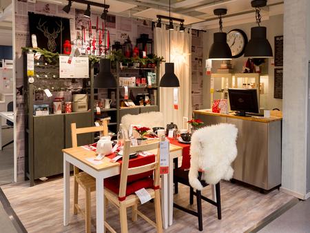 LUGANO, ZWITSERLAND-4 NOV 2017: Tafel in de IKEA-winkel in Lugano, Zwitserland. Het bedrijf werd in 1943 in Zweden gevonden Redactioneel