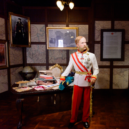 VIENNA, AUSTRIA - OCT 4, 2017: Franz Joseph I,  Emperor of Austria and King of Hungary, King of Bohemia, Madame Tussauds wax museum in Vienna. Imagens - 113979764