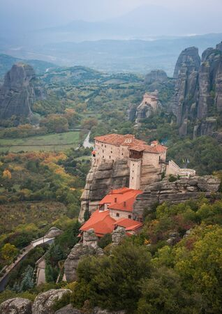 monasteri: Viste panoramiche sulle montagne e monasteri di Meteora, Grecia Archivio Fotografico