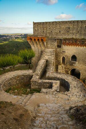 Image de ruines d'un ancien château à Ourem, Portugal Banque d'images - 43271657