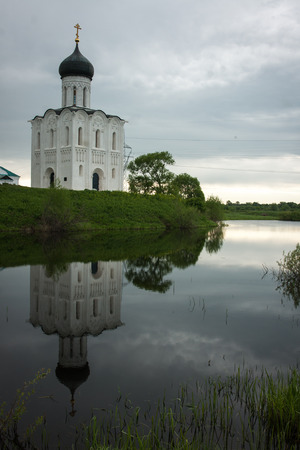 nerl: Church of the Intercession on the River Nerl. Inscribed in the Wold Heritage List of UNESCO, Russia Stock Photo