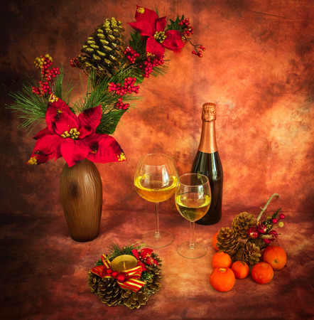 colores calidos: Christmas still life with  ornaments, champagne, tangerines in warm colors