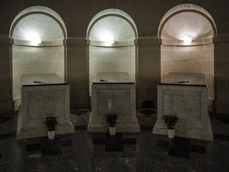 Dreux, France, April 30, 2019: Tombs with memorials under the main area of Chapel Royal Saint Louis Standard-Bild - 138214389